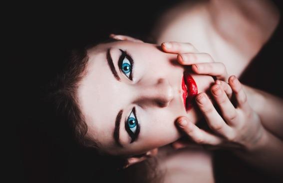 blue-eyes-237438_960_720.jpg